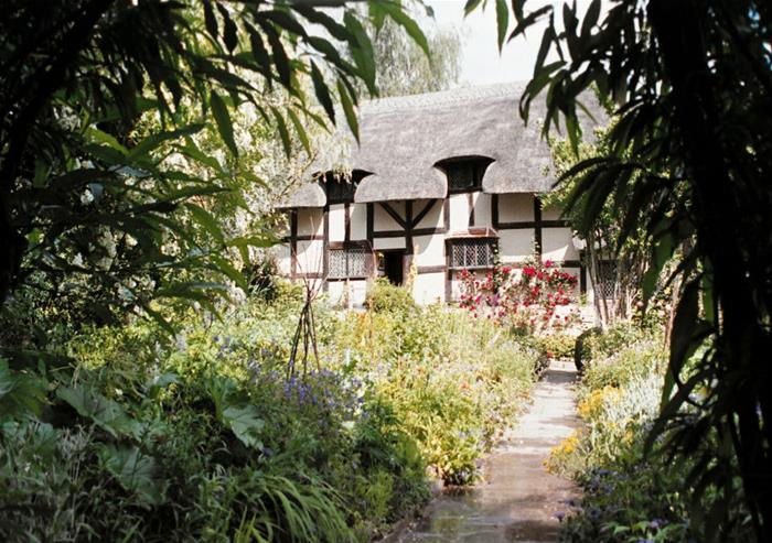Anne Hathaways Cottage through Willow